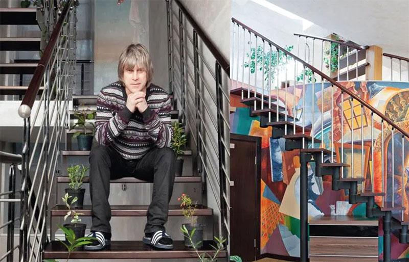 Стены вдоль лестничных маршей украшены ручной росписью