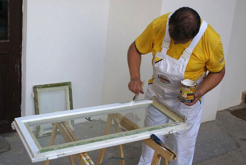 Окна после ремонта необходимо покрасить
