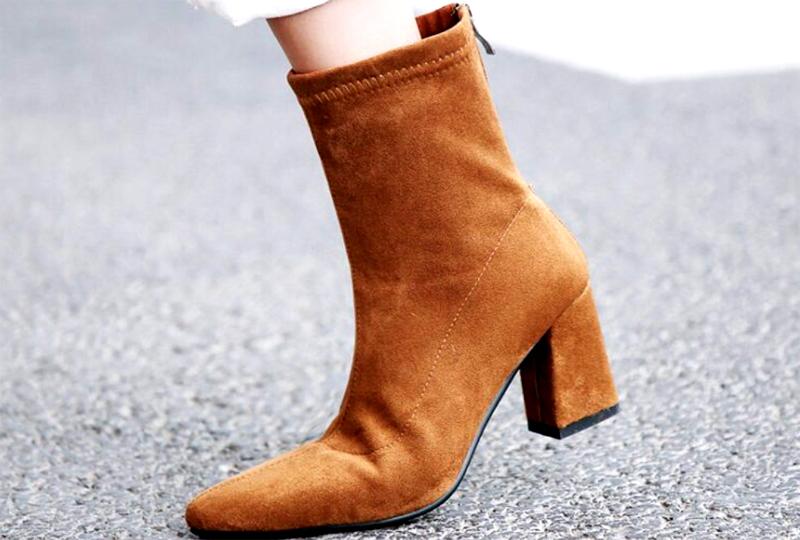 Носить обувь из флока лучше в сухую тёплую погоду, в дождь верх будет пропускать влагу