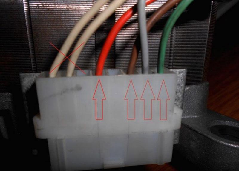 Провода на выходной клеммной колодке двигателя, необходимые для подключения