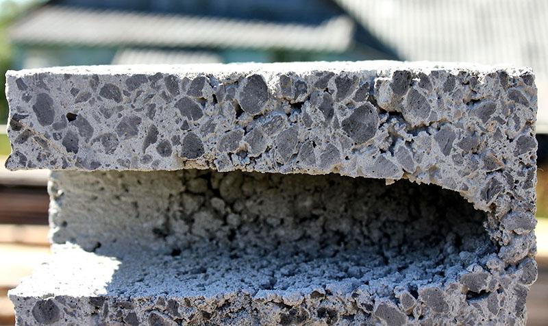 Пилить керамзитобетон значительно сложнее, он поддаётся только алмазному диску болгарки