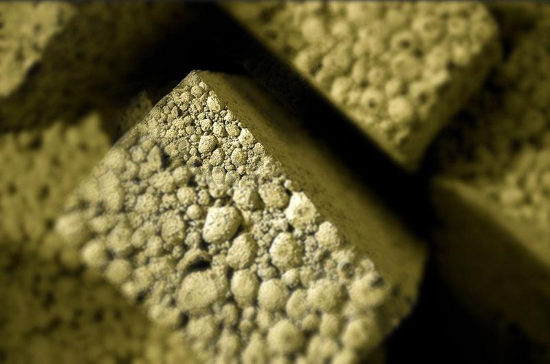 Стенки блока из керамзитобетона неровные и требуют дополнительной отделки