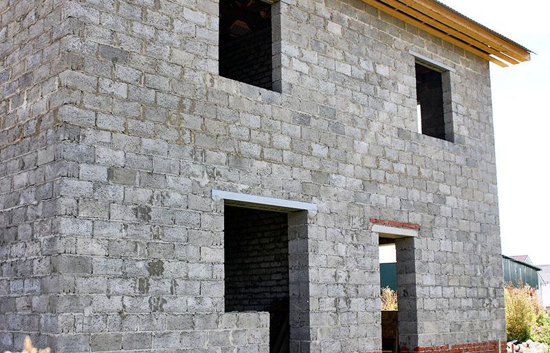 Такие блоки подходят для строительства двух- а то и трёхэтажных жилых зданий