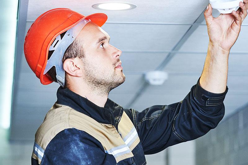 Комплексная защита зданий от пожаров: что в неё входит, как её организовать