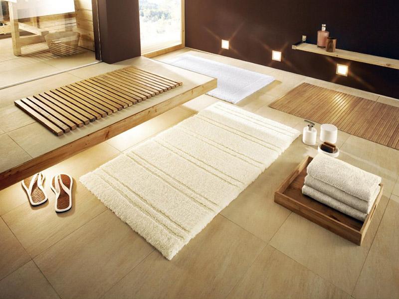 Можно постелить два вида ковриков – один для впитывания воды, второй для комфорта