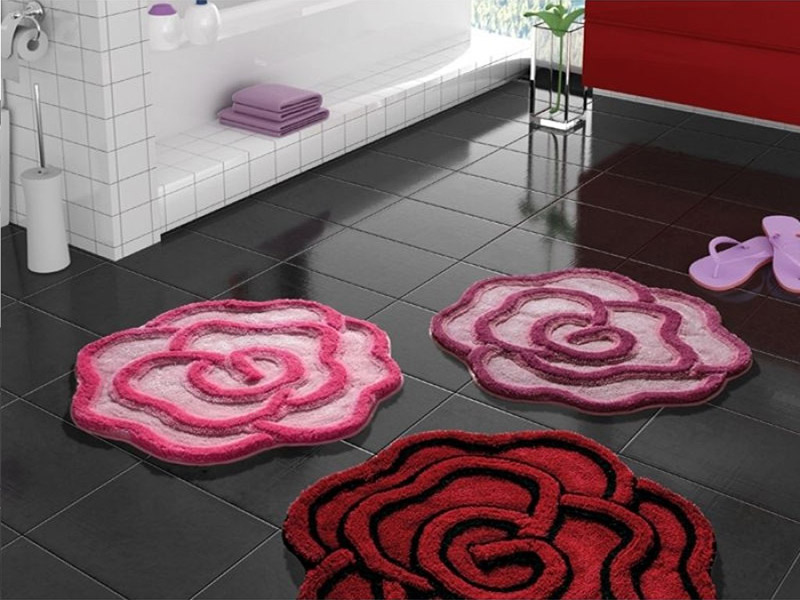 Яркие детали быстро преобразят ванную комнату