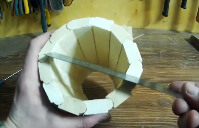 Затянув стяжки можно определить диаметр будущего донышка
