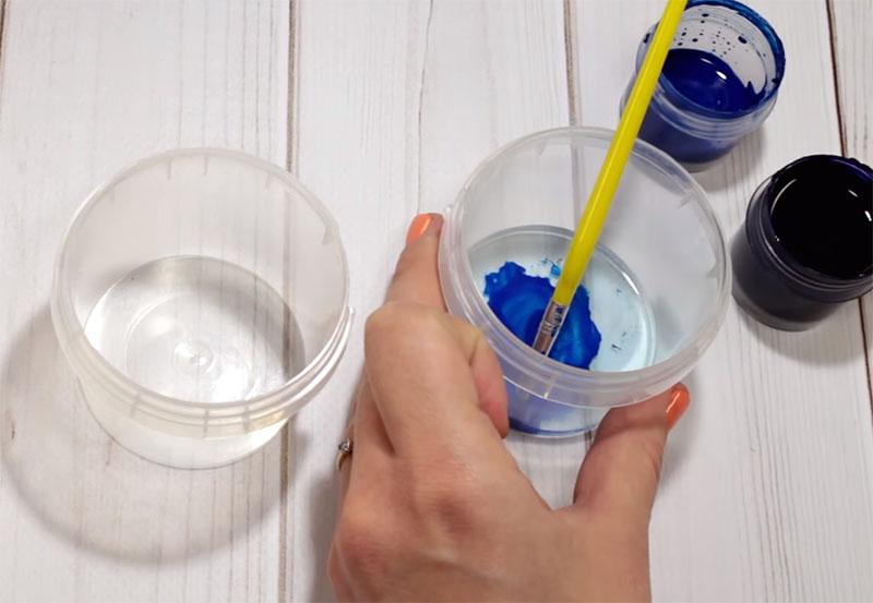 Перед началом работы краску требуется разбавить