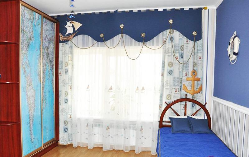 В детской комнате ламбрекен – не просто красивая штора