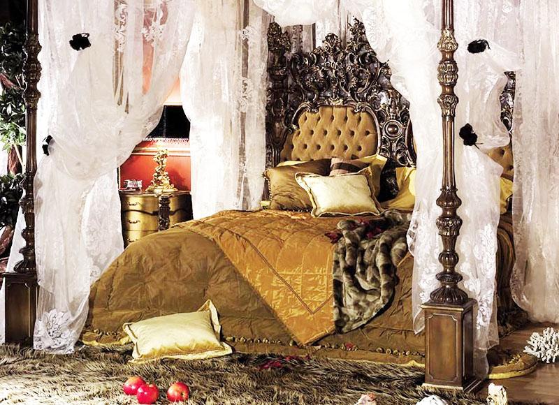 Классический вариант украшения кровати из того, что позже будет называться ламбрекеном