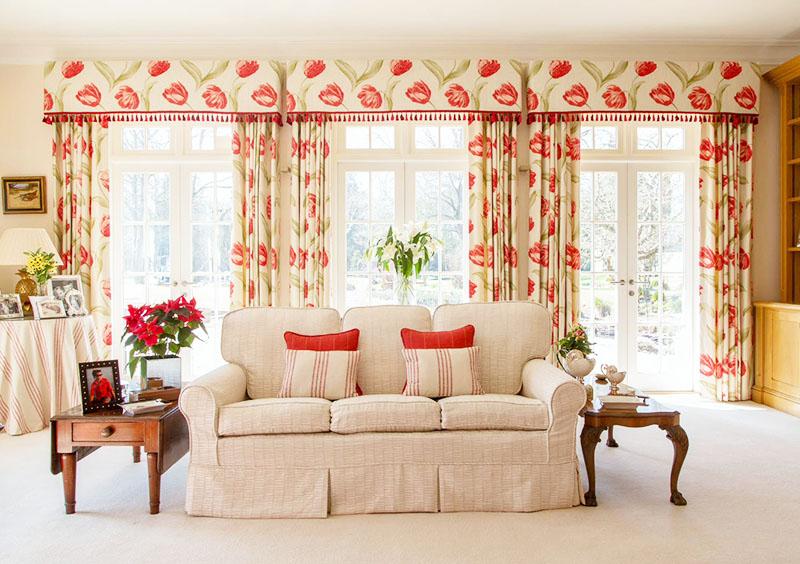 Ламбрекены часто являются ключевым элементом декора, подчёркивающим стиль помещения