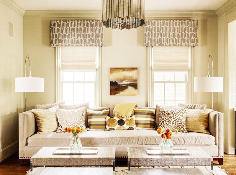 Такие элементы украшения окон добавляют респектабельности любому жилищу, создавая свежую нотку в интерьере