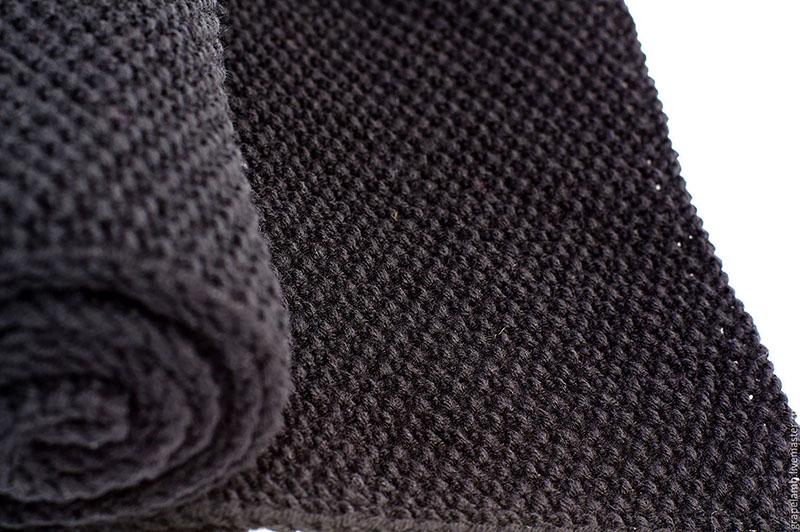 Лучше всего использовать плотную нить тёмного цвета