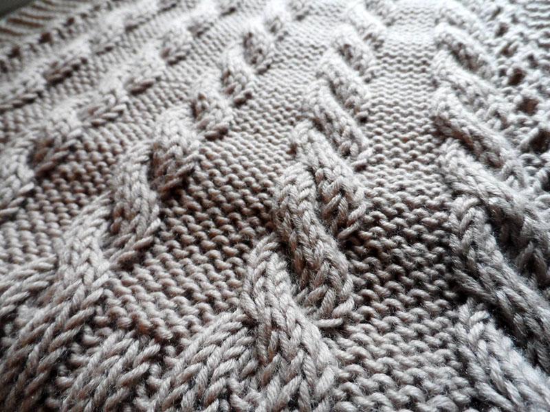 Для вязания лучше всего использовать прямые или круговые спицы №3,5 или 4