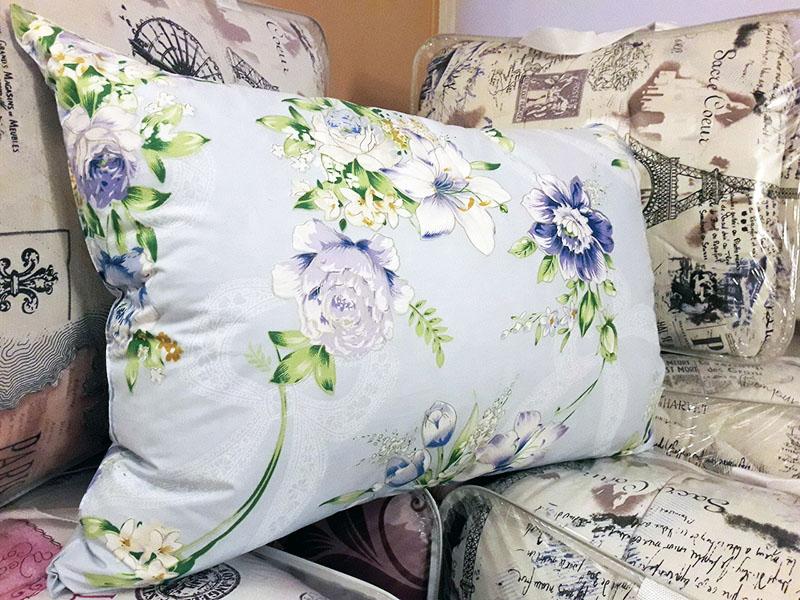 Дорогие подушки содержат 90% гусиного пуха и 10% перьев. Они более мягкие и удобные