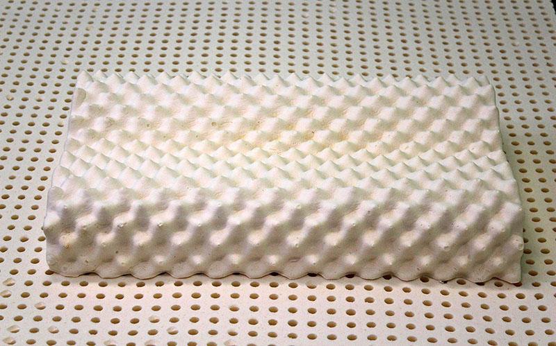 Латекс, изготовленный из сока гивеи, является качественным наполнителем ортопедических подушек