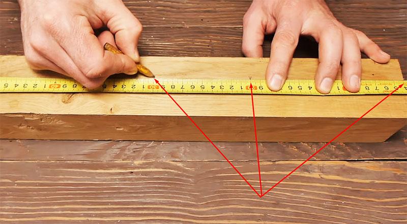 Разметка бруска, по которым он будет разделён на части
