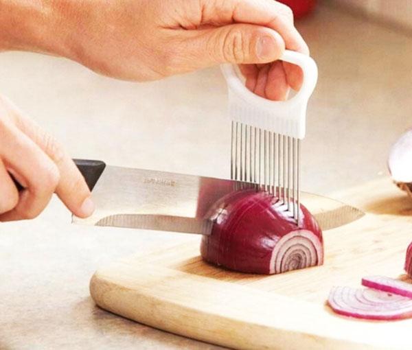 Буквально за несколько секунд вы нарежете лук на идеальные кольца