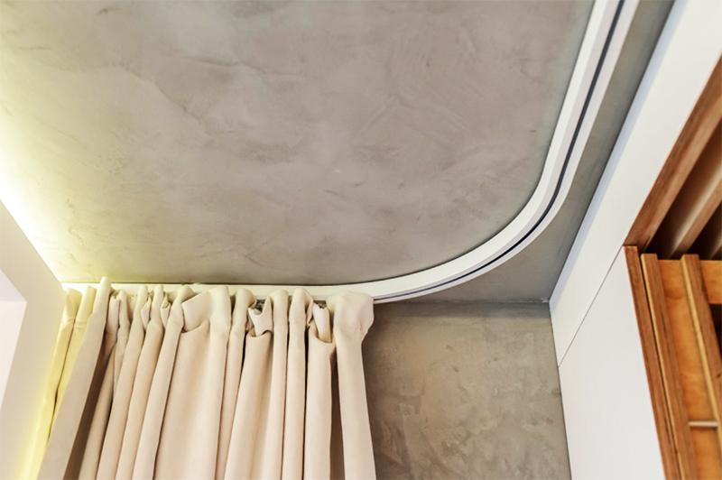 Профильную конструкцию можно установить даже в ванной комнате