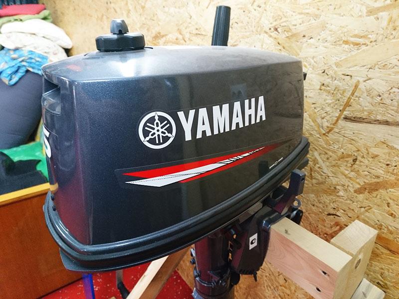 Для заполнения бака лодочного мотора нужно приобретать специальный бензин. Тот, который предназначен для автомобилей, не подходит