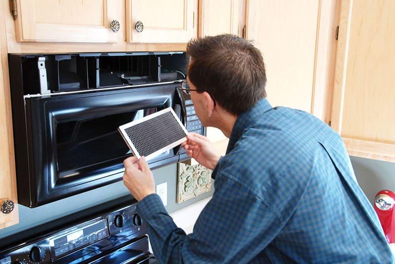 Перед началом ремонтных работ устройство необходимо обесточить