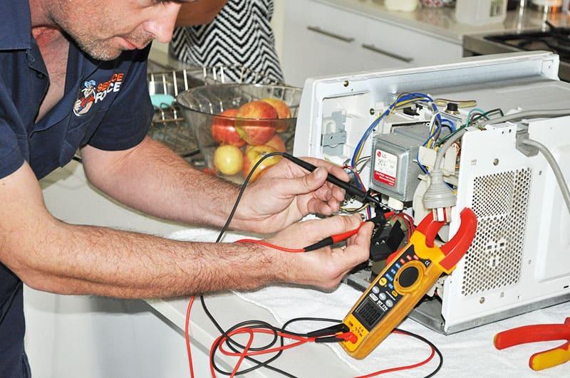 Если в доме нет мультиметра, можно обойтись без него, но тогда починить поломку будет сложнее