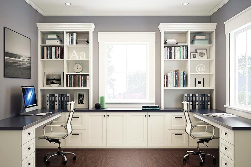 При наличии места в комнате можно установить стол в форме буквы «П», возле одного или двух окон