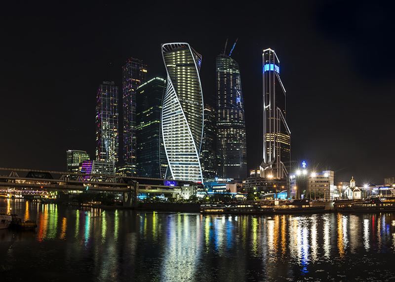 Район Москва-Сити выглядит просто роскошно, особенно в вечернее время
