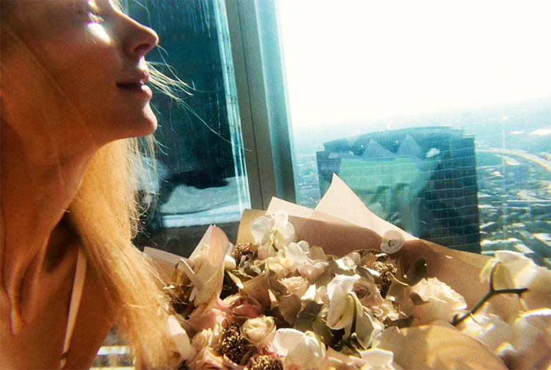 Квартира Светланы Ходченковой всегда наполнена цветами. Из панорамных окон открывается просто потрясающий вид на Москву