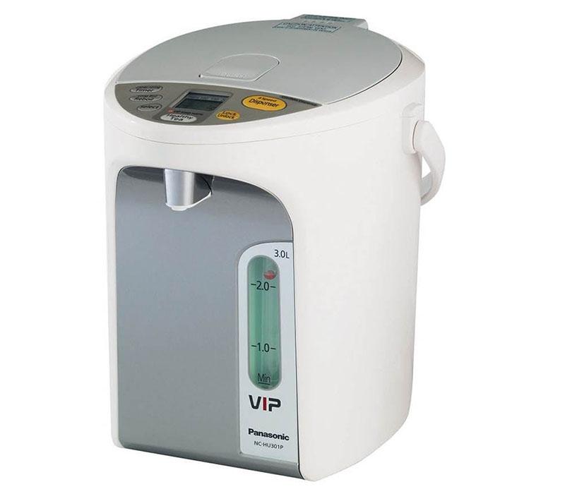 Ни наклонять, ни переворачивать прибор для получения содержимого не надо — в нём есть удобная система подачи воды