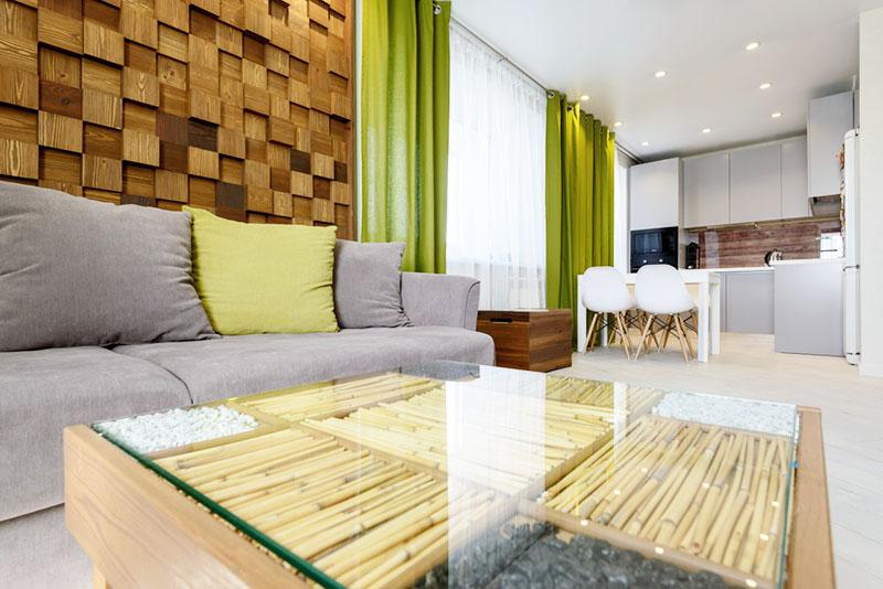 Определите 1-2 ярких акцента на весь дизайн-проект, используйте для оформления комнаты однотонные материалы