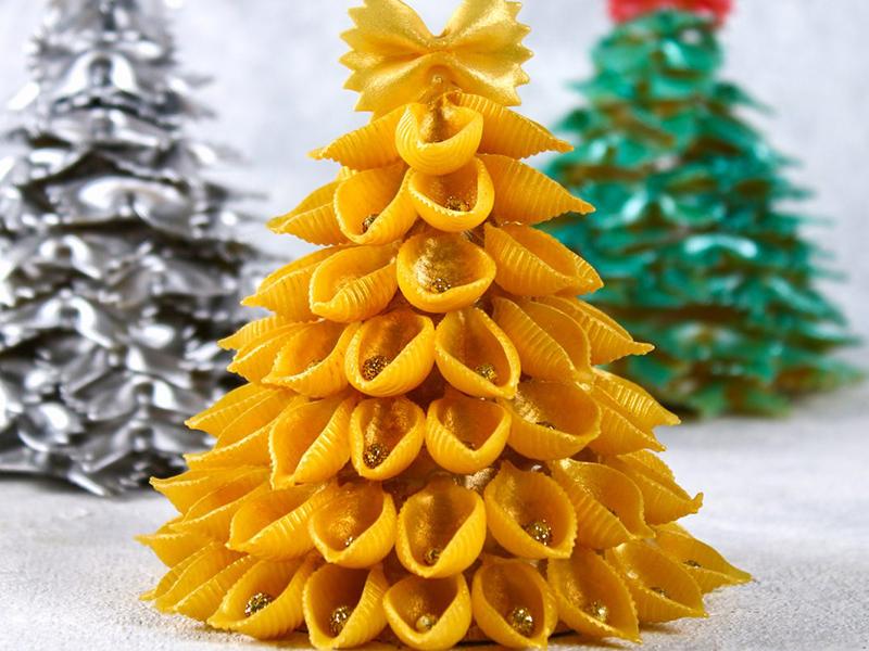 Поэкспериментируйте с формой и размерами. Можно использовать макароны «бантики», «улитки», «перья» и даже «спагетти»