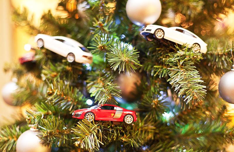 Модели машин — лучшие ёлочные игрушки для мальчишки