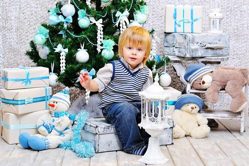 Новогодние украшения в детской должны быть безопасными для ребёнка