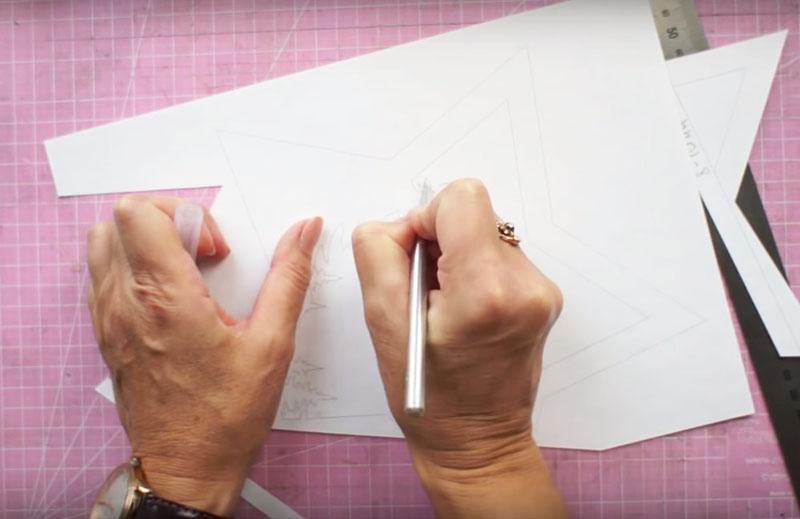 Вырезать рисунок по контуру лучше с помощью канцелярского ножа или скальпеля. Фигурные вырезы простыми ножницами получатся неровными и грубыми, а сама бумага мнётся