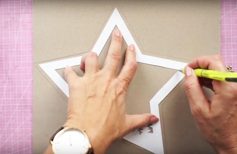 Обозначьте и внутренний периметр по контуру любой из бумажных деталей
