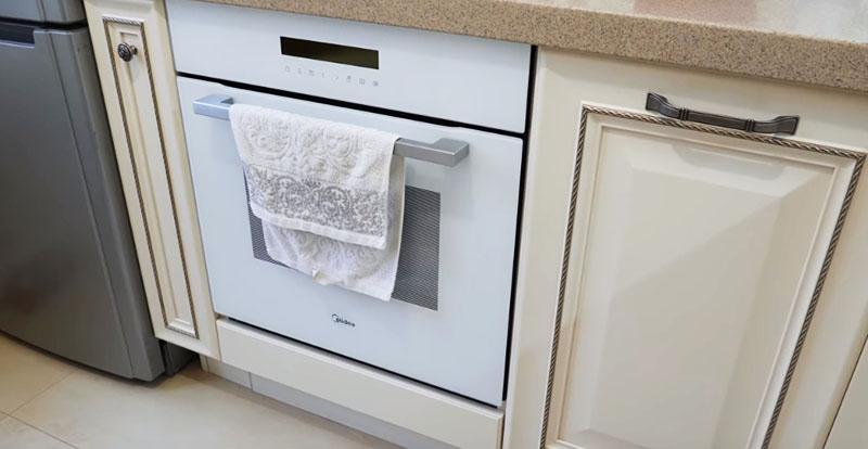 Подчеркнём ещё один важный момент – используйте для оформления кухни светлые тона! Это касается и выбора бытовой техники тоже