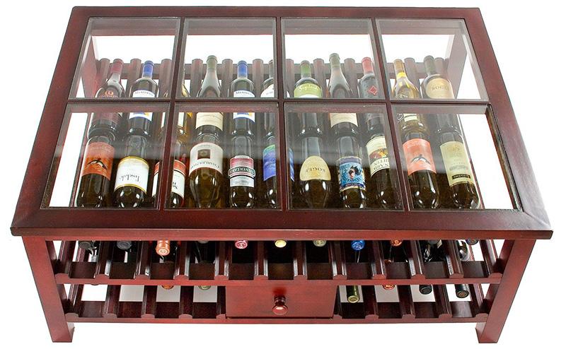 Мини-бар-стол - это функциональный вариант, который подойдёт для квартиры с небольшим пространством. Если хочется скрыть содержимое от посторонних глаз, можно накрыть стол салфеткой