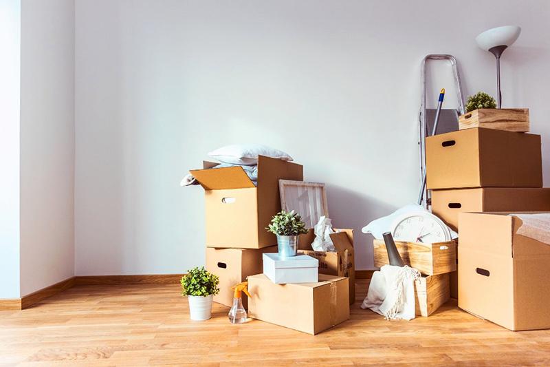 Если у вас есть склад или гараж, сложите вещи в коробки и вынесите из комнат. Через несколько месяцев вы удивитесь тому, что уже успели забыть про них