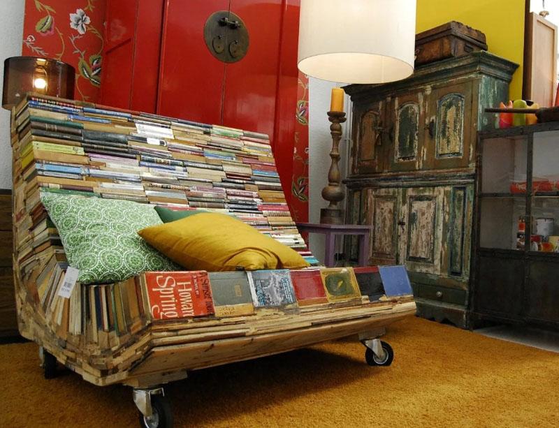 С таким диваном единственная опасность – не успеть прочесть книгу перед сном