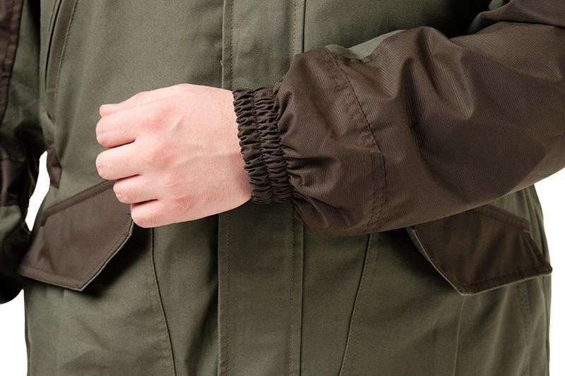 Рабочие костюмы и куртки шьют из смесового материала, с высоким содержанием синтетических волокон