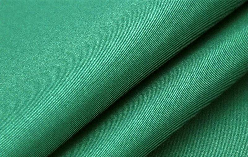 На современных производствах используются волокна из верблюжьей шерсти, альпаки и ангоры. Это самые тёплые и устойчивые материалы. Готовые изделия могут иметь различный вид, но, при этом, они сохраняют тепло и форму