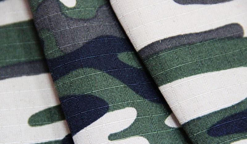 Нити в ткани «Рип-стоп» являются своего рода армирующей сеткой, а в качестве заполнителя используют шёлк, лён или хлопок