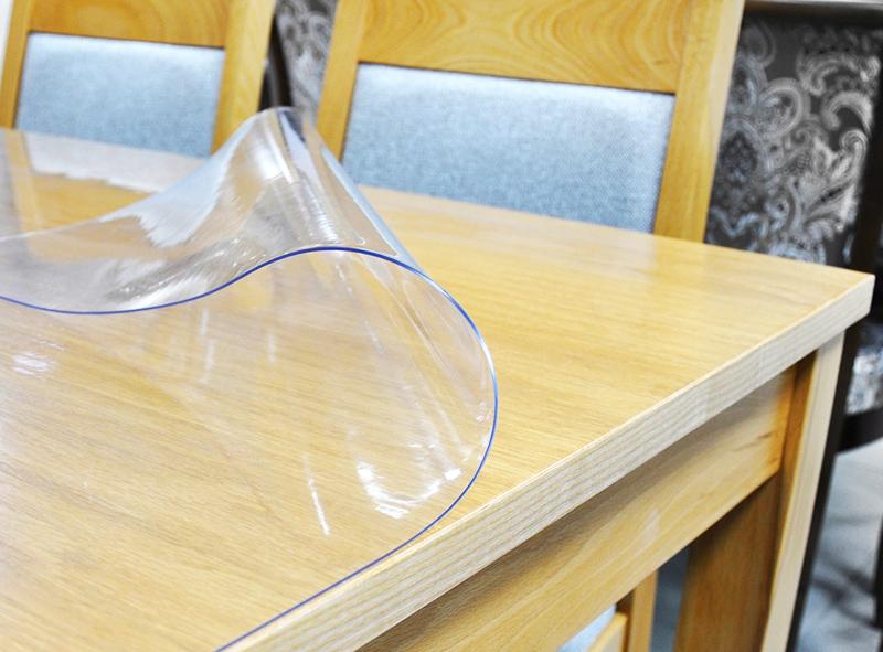 Жидкая скатерть не требует специального крепления, так как хорошо прилегает к поверхности
