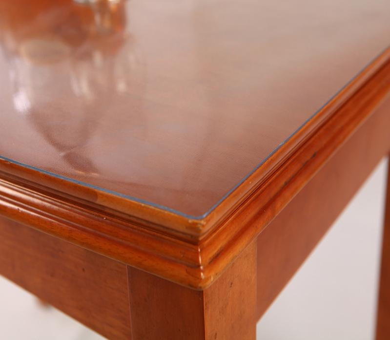 Стекло должно точно подходить по размеру стола