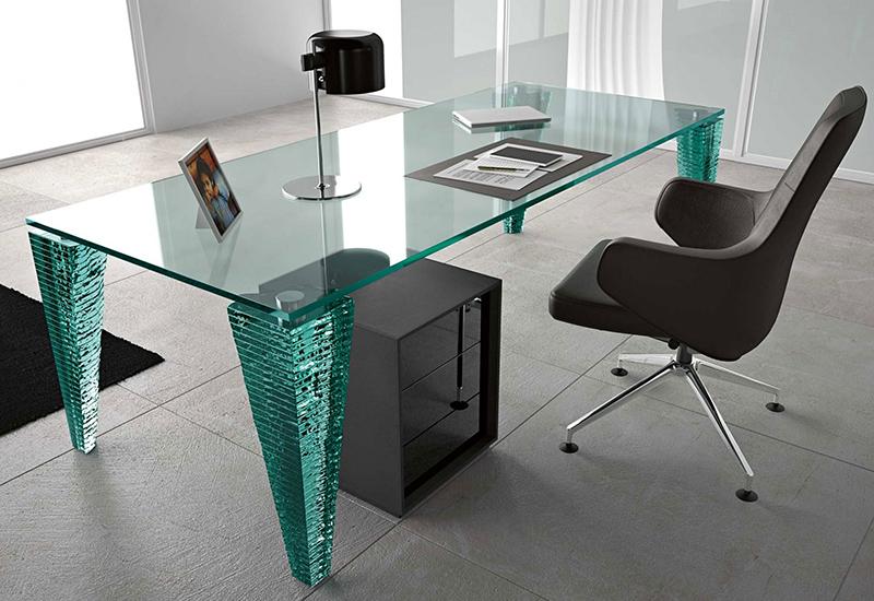 Прозрачная столешница может быть не только накладкой, но и основой для стола