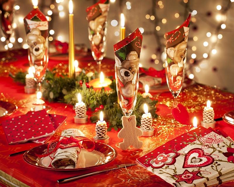 Множество маленьких свечек сделают новогодний праздник запоминающимся