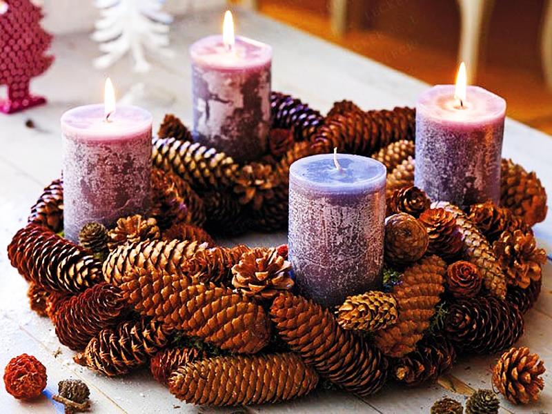 Красивый декор для новогоднего стола можно сделать своими руками