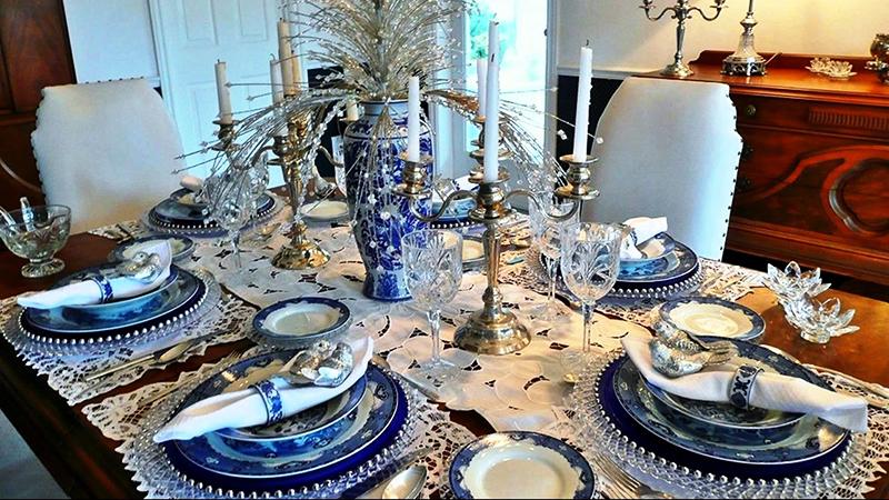 «Зимний» декор и хрусталь - отличное решение для тех, кто не любит яркие оттенки