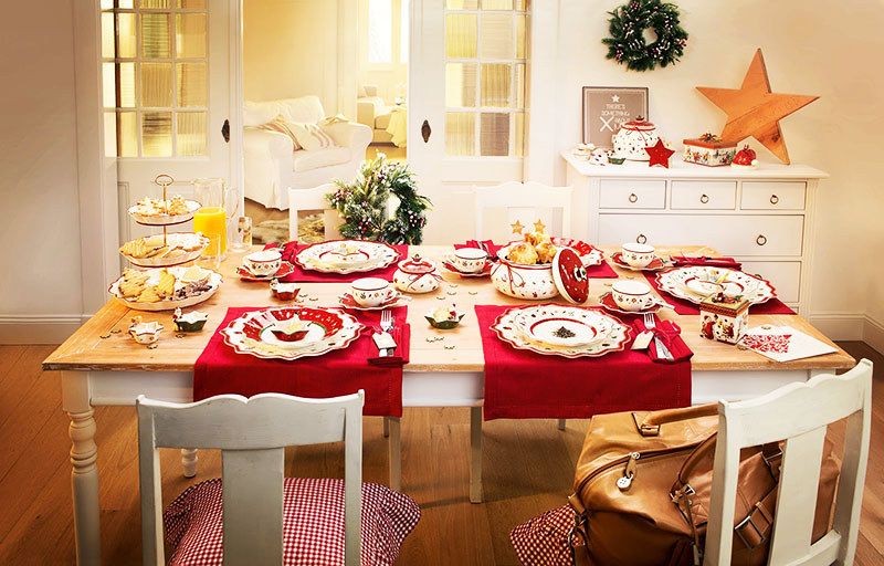 Чтобы не ставить громоздкую живую ёлку, сберегая тем самым природу, стол можно декорировать красивым венком